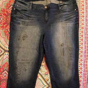 Torrid Girlfriend Jeans w/writing 26T